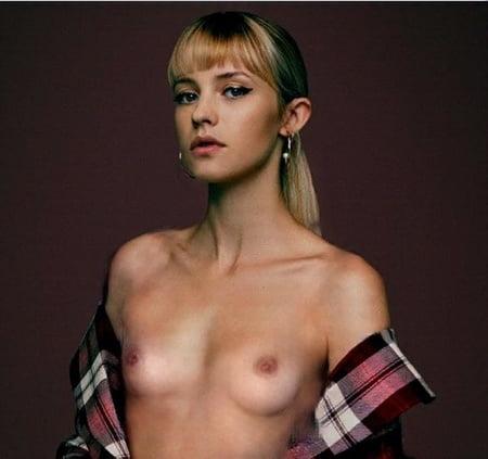 Angèle nue