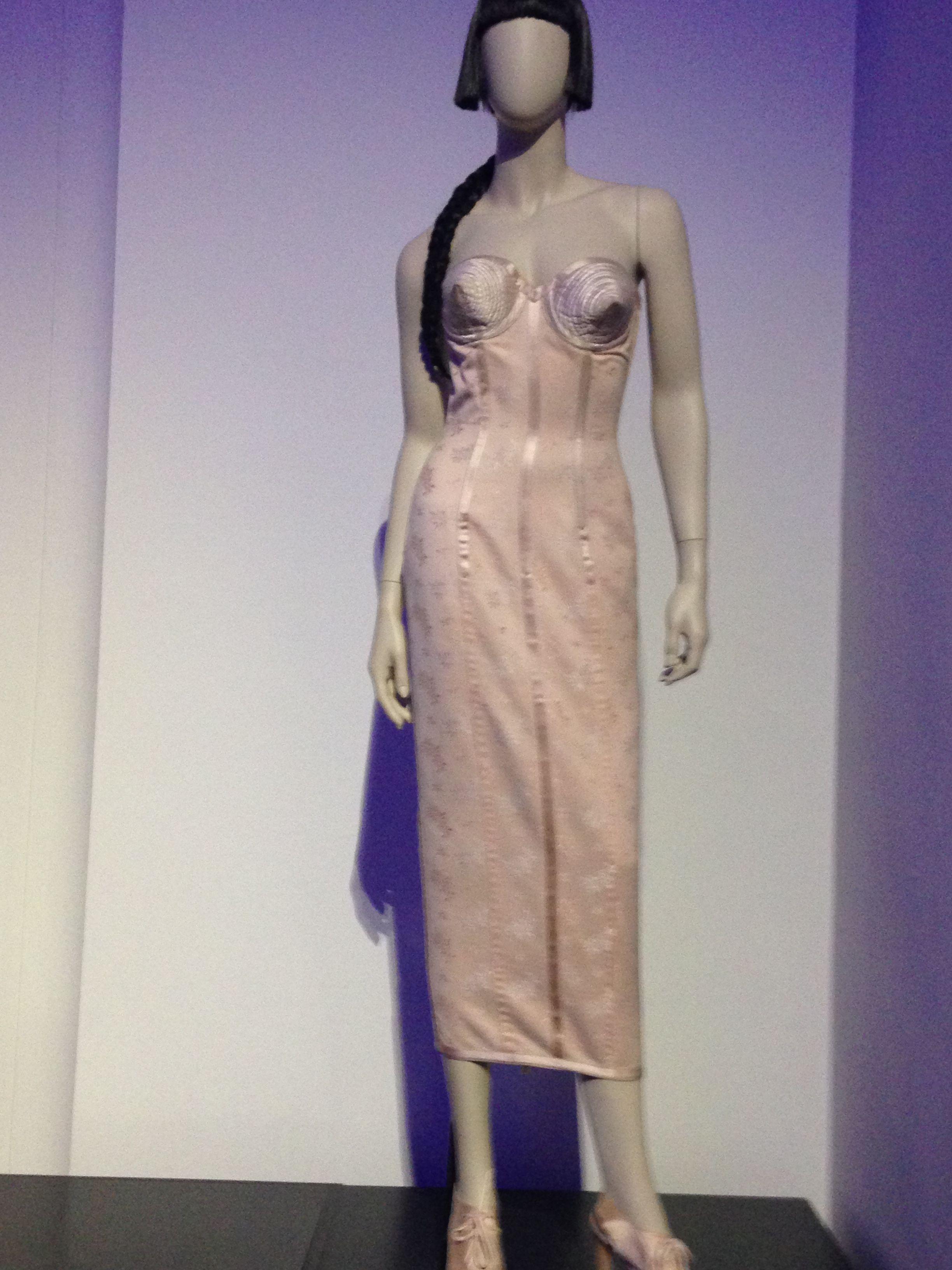 Catherine Ringer robe