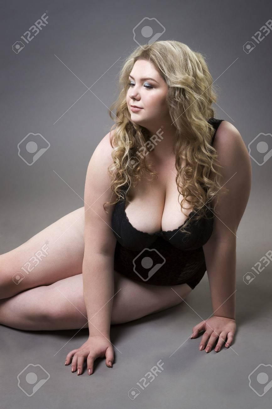 Femme gros seins nue intégral