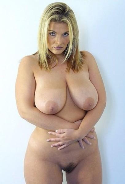 Femme ronde nue
