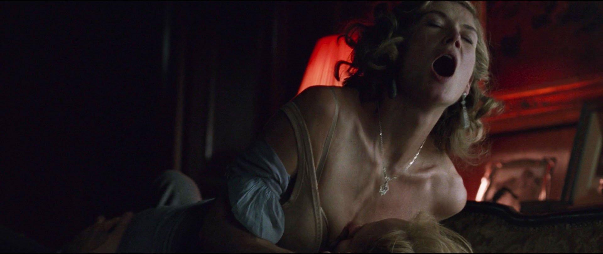 Rosamund Pike nue